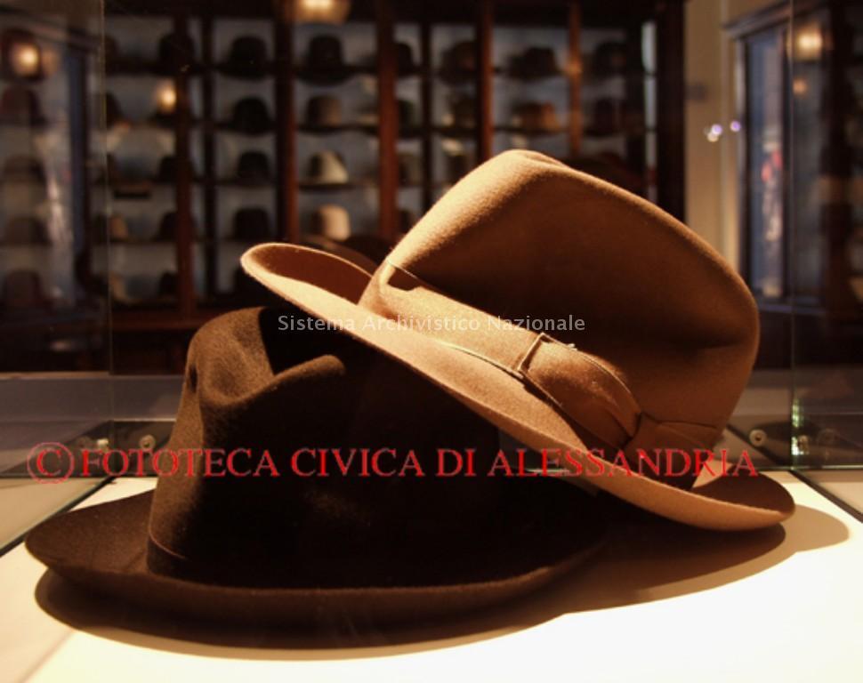 Museo del cappello Borsalino. Due classici modelli maschili chiudono la  sezione dedicata alle fasi di 18b37a02ae29